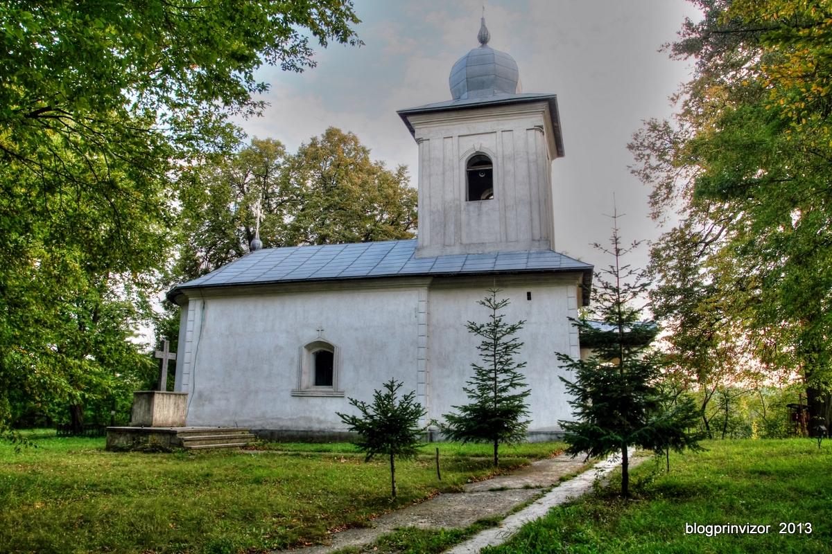 biserica_Cristinesti_sat
